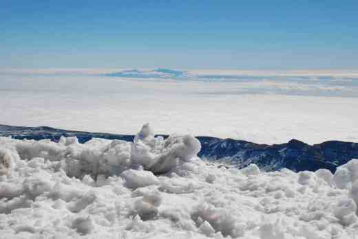 but the views were worth it - especially because of the snow. Here is snow, teide low hills and the clouds beyond