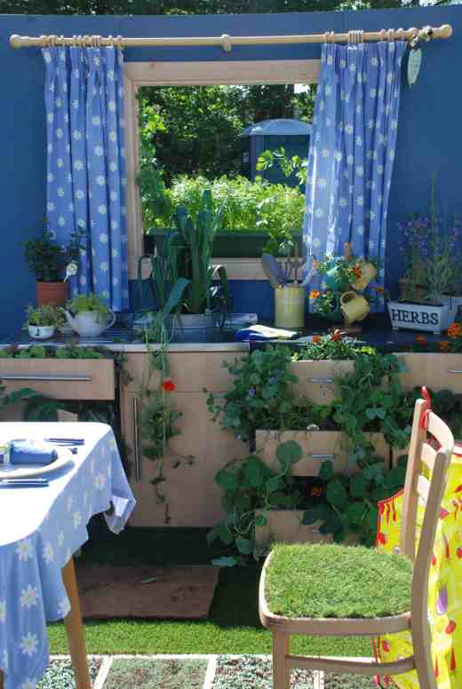 How clever is this kitchen garden?