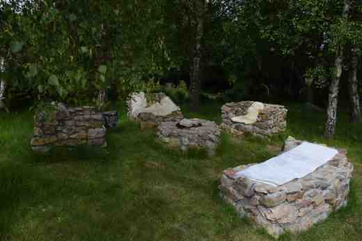Stones seats the perfect distance around a fire pit (I suspect)